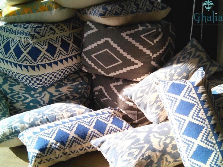 ghalia oosterse accessoires marokkaanse kussens en poefen
